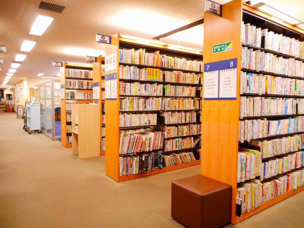 """区 図書館 世田谷 【新しい図書館のカタチ】世田谷区の""""本のない図書館""""が開館以来、人気に。"""
